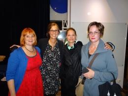 Med begovade författarkollegorna Charlotte Cederlund, Emma Karinsdotter och Elisabeth Östnäs.